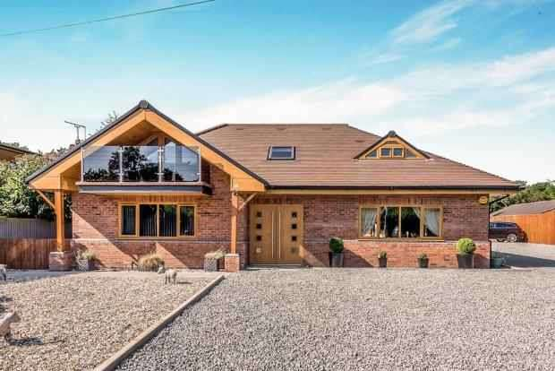 4 Bedrooms Detached House for sale in Croft Lane, Stafford, Staffordshire, ST19 5PY
