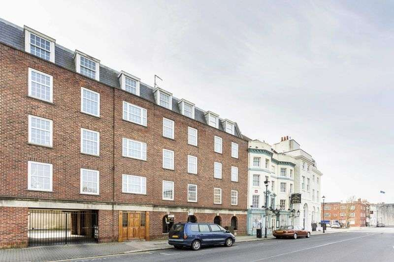 1 Bedroom Flat for sale in High Street, Old Portsmouth