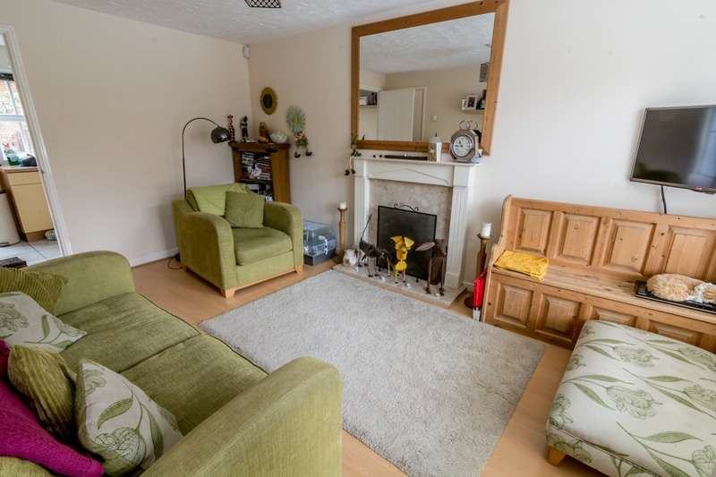 2 Bedrooms Terraced House for sale in Dewar dr, Daventry, Northamptonshire, NN11