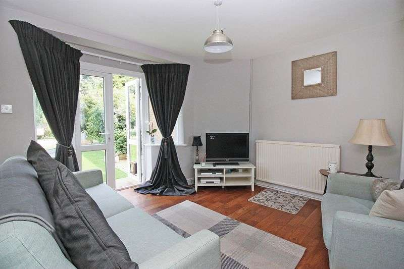 2 Bedrooms Semi Detached House for sale in Roding Road, Loughton