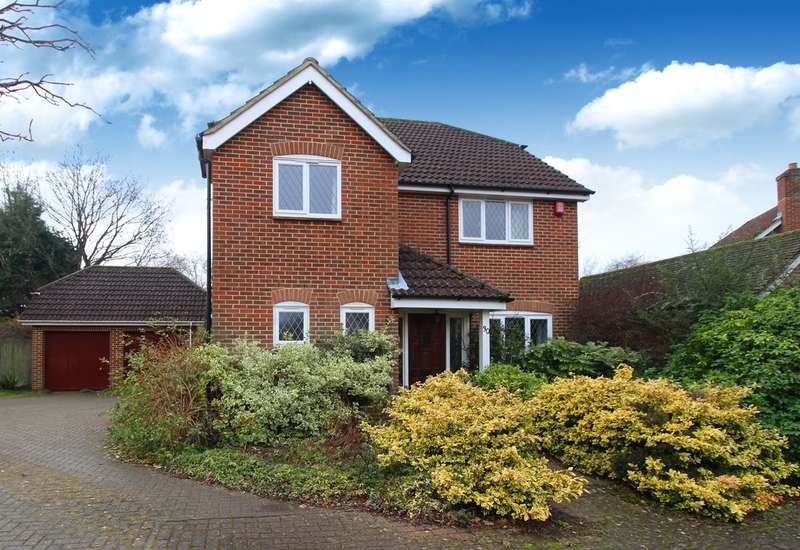 4 Bedrooms Detached House for sale in Sloughbrook Close, Horsham