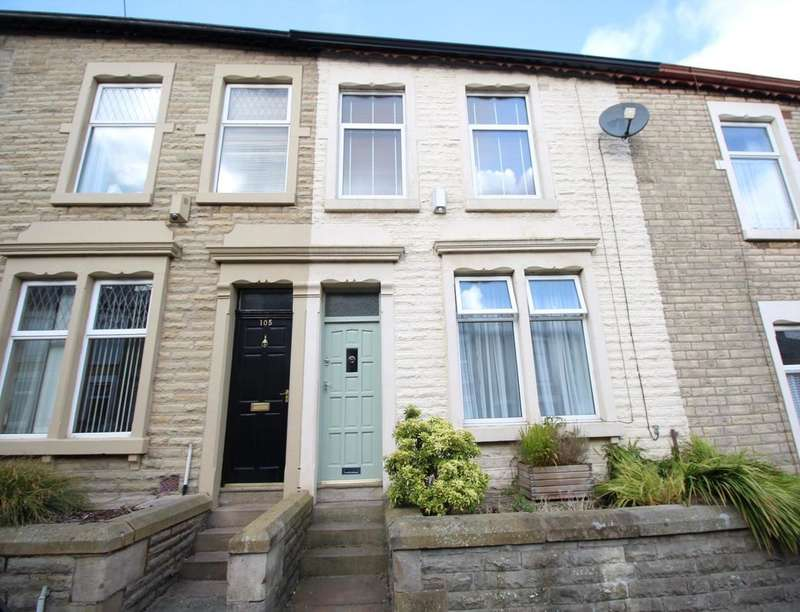 3 Bedrooms Property for sale in Lynwood Avenue, Darwen, BB3