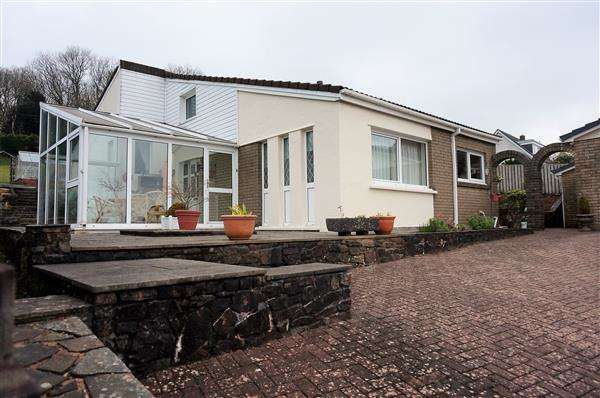 4 Bedrooms Detached Bungalow for sale in Heol-Y-Nant, LLANNON, Llanelli
