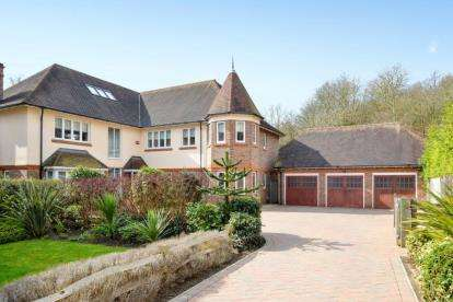 6 Bedrooms House for sale in Duggan Drive, Chislehurst