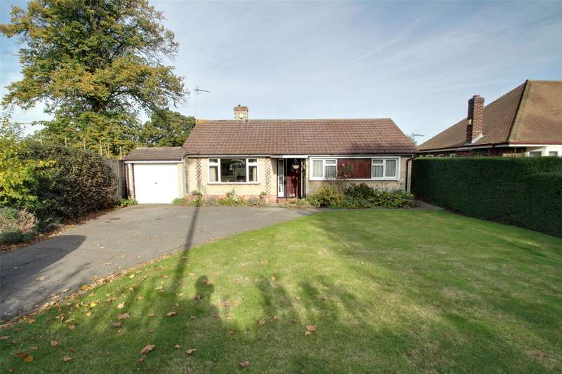 3 Bedrooms Detached Bungalow for sale in Eastworth Road, Chertsey, Surrey, KT16