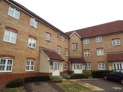 2 Bedrooms Flat for sale in Lea Valley House, Stoney Bridge Drive, Waltham Abbey, Essex