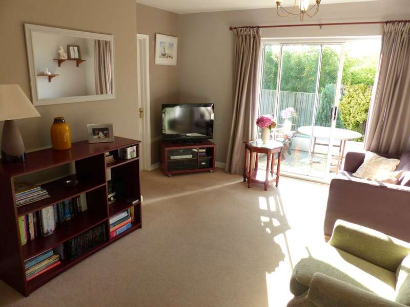 2 Bedrooms Detached Bungalow for sale in Lower Street, West Alvington