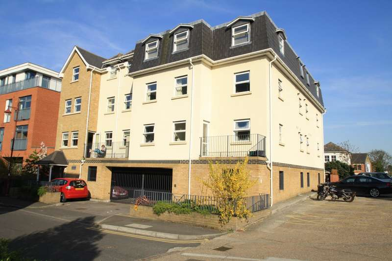 2 Bedrooms Apartment Flat for sale in Fox Court, Fox Lane North, Chertsey, Surrey, KT16