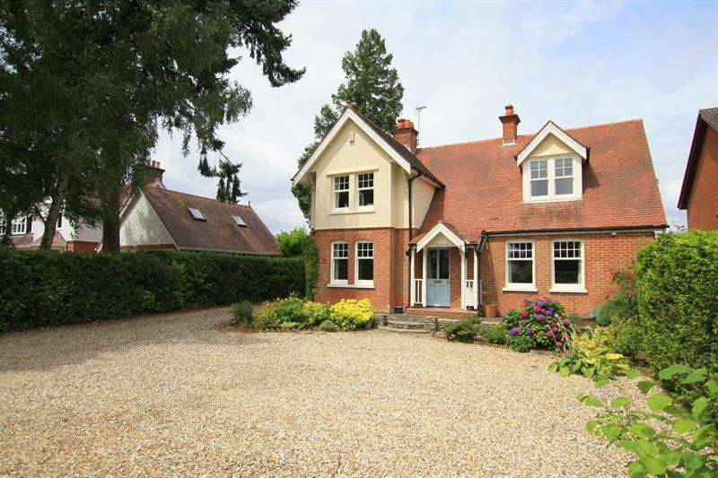 4 Bedrooms Detached House for sale in Moorlands Road, West Moors, Ferndown