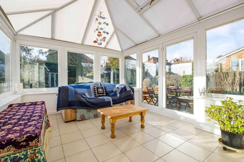 3 Bedrooms Detached House for sale in East Cosham, Hampshire