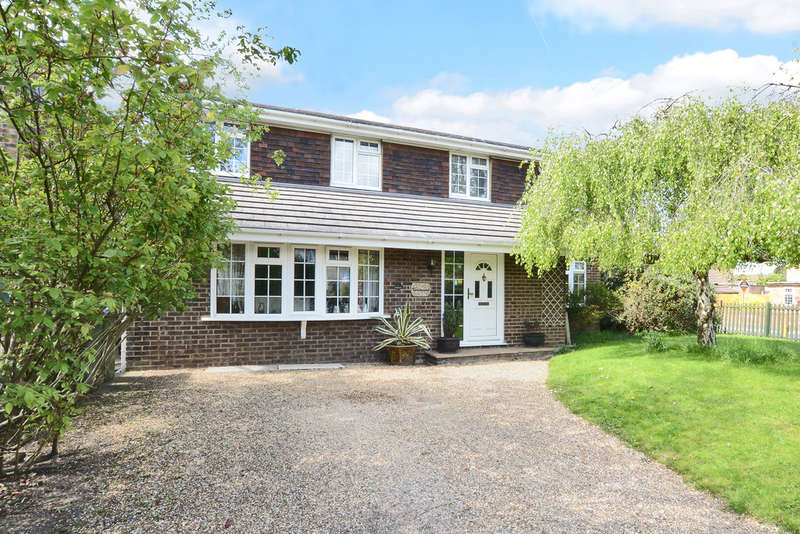 4 Bedrooms Detached House for sale in The Causeway, Claygate