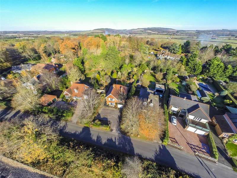 4 Bedrooms Detached House for sale in West Ashling Road, Hambrook, Chichester, West Sussex, PO18