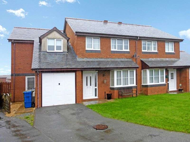 4 Bedrooms Semi Detached House for sale in Caernarfon