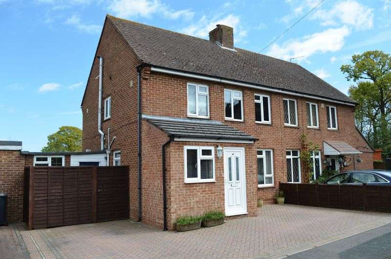 3 Bedrooms Semi Detached House for sale in Kings Road, Hayling Island