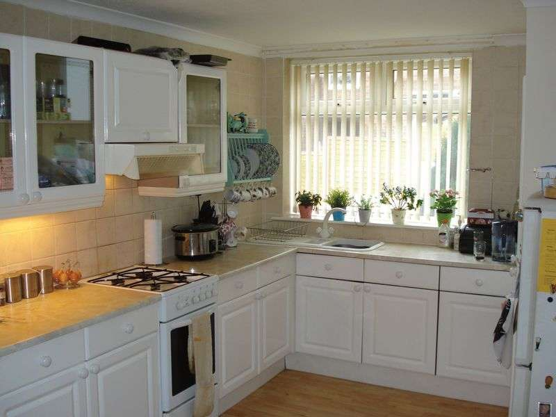 3 Bedrooms Terraced House for sale in Mansfield Drive, Sheffield