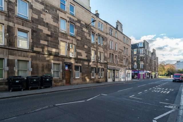 2 Bedrooms Flat for sale in 119 Gorgie Road, Edinburgh, EH11 1TE