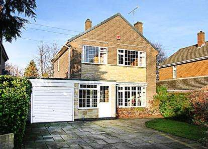 3 Bedrooms Detached House for sale in Welwyn Close, Chesterfield, Derbyshire