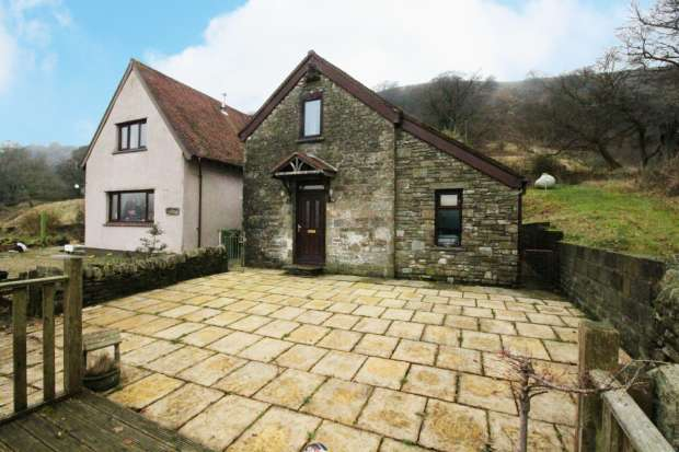 3 Bedrooms Barn Conversion Character Property for sale in Victoria, Ebbw Vale, Gwent, NP23 8AU