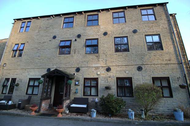 2 Bedrooms Ground Flat for sale in The Cornmill Luddenden, Halifax, West Yorkshire, HX2 6RN