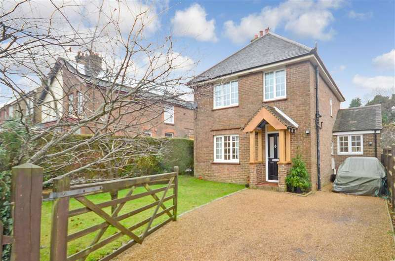 3 Bedrooms Detached House for sale in East Beeches Road, Crowborough, East Sussex