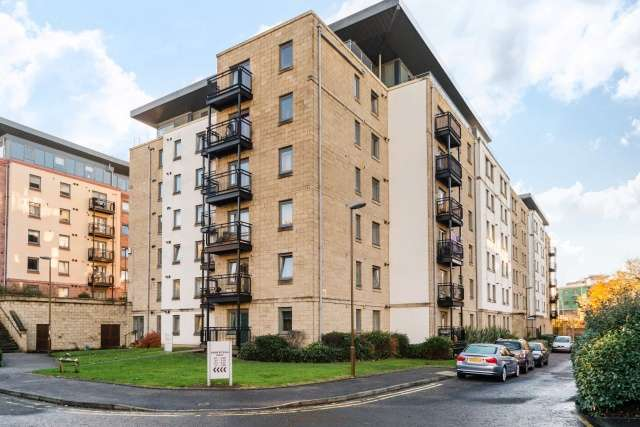 2 Bedrooms Ground Flat for sale in Robertson Gait, Slateford, Edinburgh, EH11 1HJ