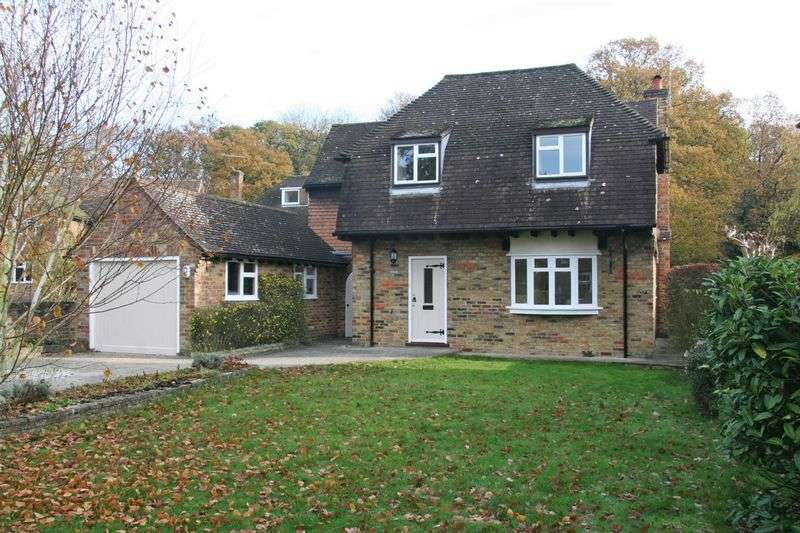 3 Bedrooms Detached House for sale in Ashenden Walk, Farnham Common