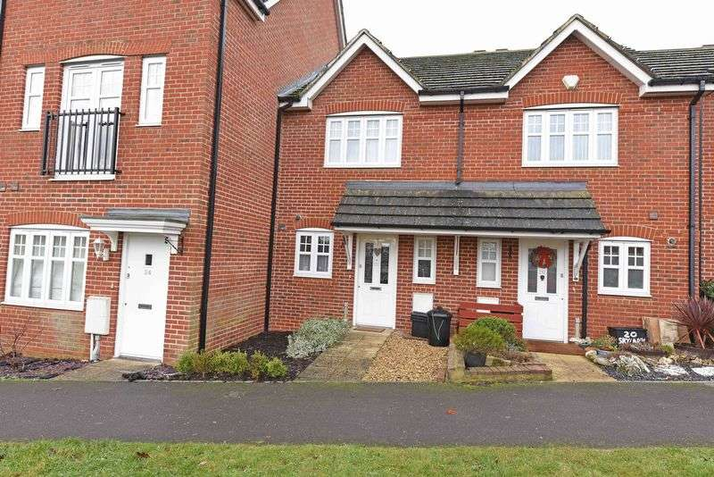 2 Bedrooms Terraced House for sale in Skylark Way, Shinfield