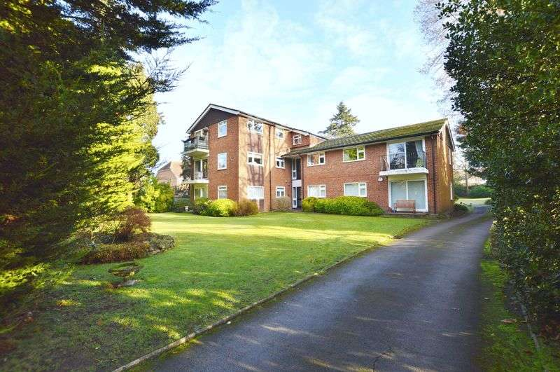 2 Bedrooms Flat for sale in Horsham Road, Shalford