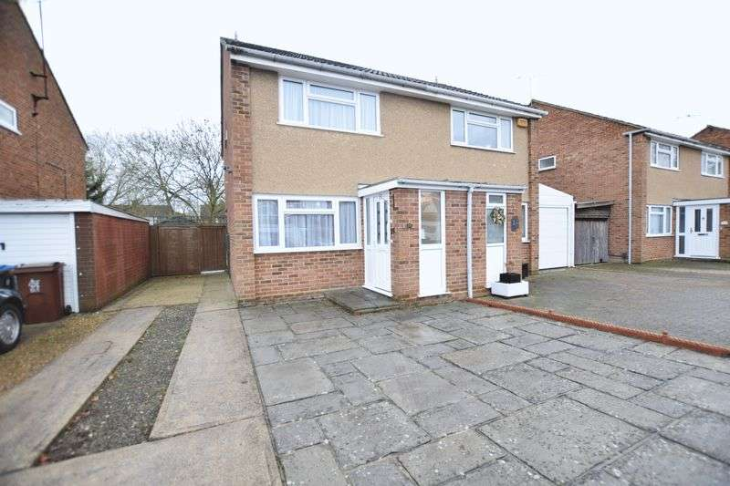 2 Bedrooms Semi Detached House for sale in Rowland Way, Aylesbury