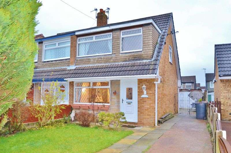 3 Bedrooms Semi Detached House for sale in Farnham Drive, Irlam