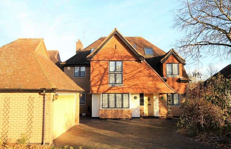 6 Bedrooms Detached House for sale in Worrin Road, Shenfield