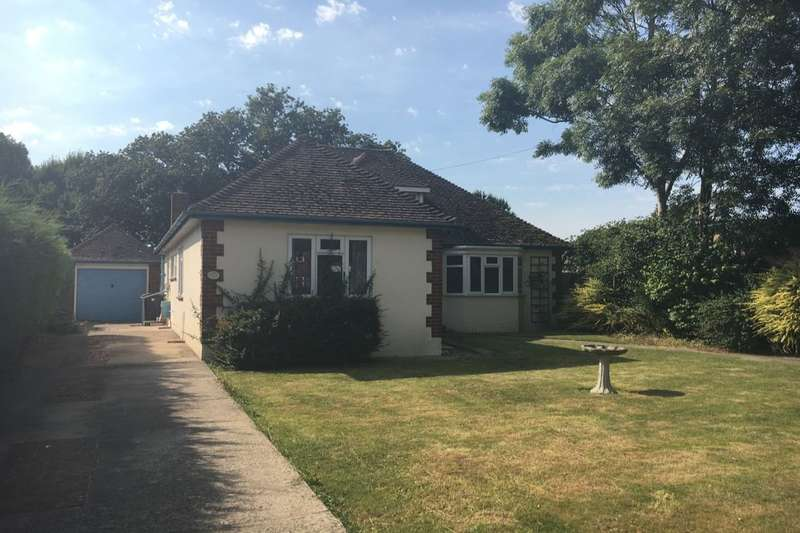 3 Bedrooms Detached Bungalow for sale in Beach Road, Hayling Island, PO11
