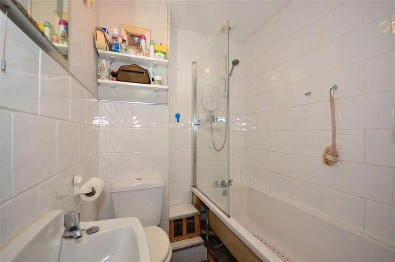 1 Bedroom Ground Flat for sale in Nutfield Road, Redhill, Surrey