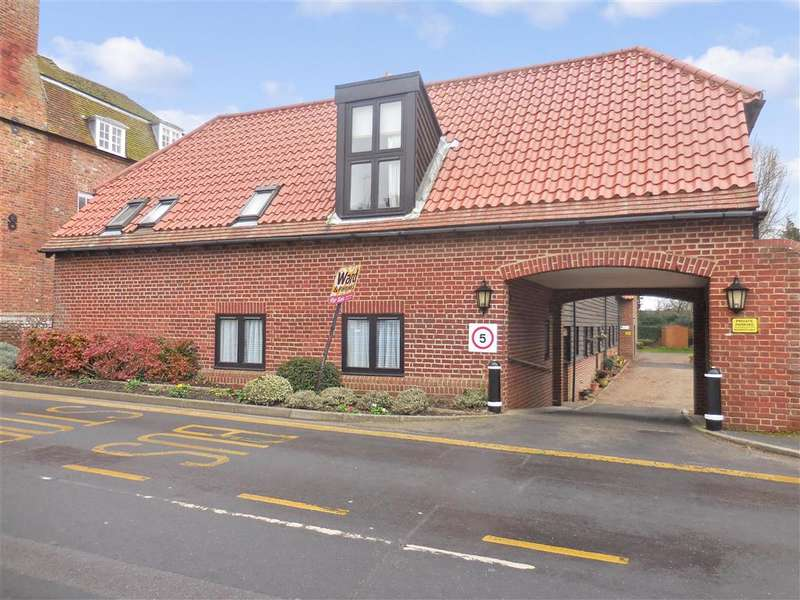 2 Bedrooms Apartment Flat for sale in The Street, Woodnesborough, Sandwich, Kent