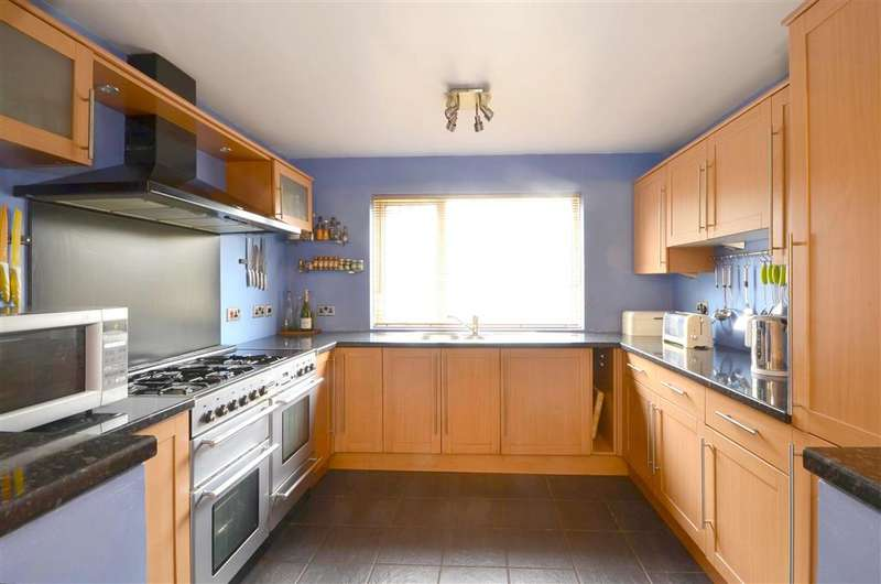 3 Bedrooms Semi Detached House for sale in Pippin Road, East Peckham, Tonbridge, Kent