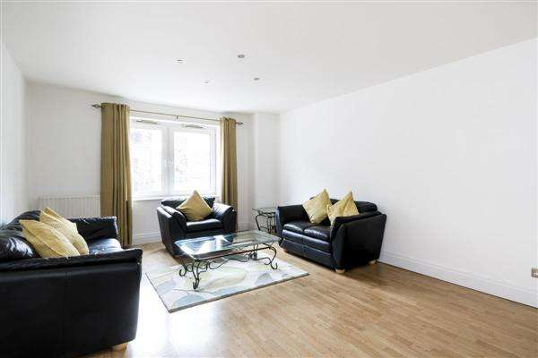 2 Bedrooms Apartment Flat for sale in Warren House, Beckford Close, London
