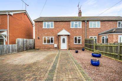 3 Bedrooms Semi Detached House for sale in Stonehouse Close, Cubbington, Leamington Spa, Warwickshire