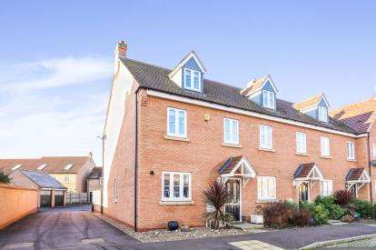 3 Bedrooms End Of Terrace House for sale in Exmoor Avenue, Biggleswade, Bedfordshire