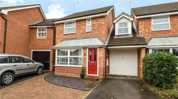 3 Bedrooms Link Detached House for sale in Master Close, Woodley, Reading