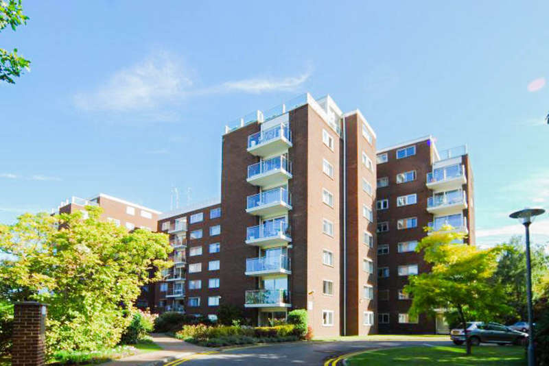 3 Bedrooms Flat for sale in Minster Court, Hillcrest Road