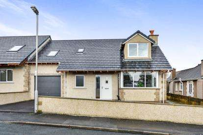 4 Bedrooms Bungalow for sale in Westover Avenue, Warton, Carnforth, LA5