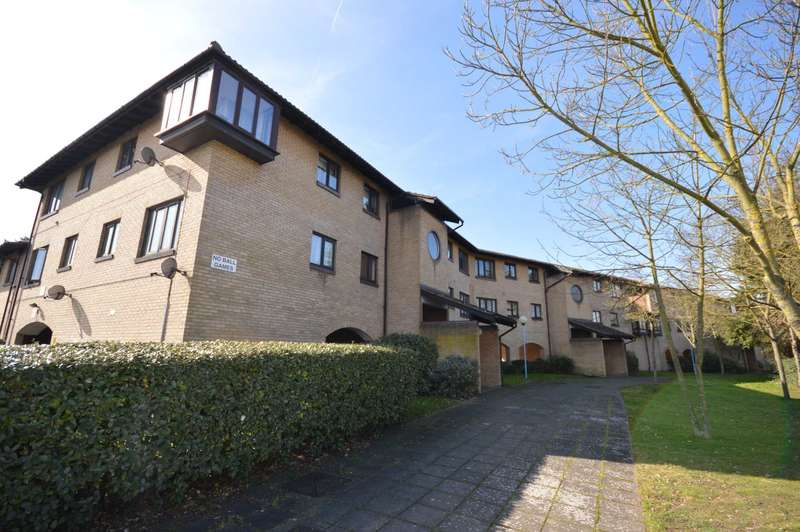 2 Bedrooms Flat for sale in Eastgate Close, London