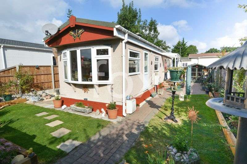 2 Bedrooms Detached Bungalow for sale in Kingsleigh Park Homes, Benfleet