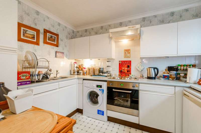 2 Bedrooms Flat for sale in Turnstone Close, Plaistow, E13