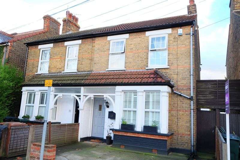 3 Bedrooms Semi Detached House for sale in The Brent, Dartford