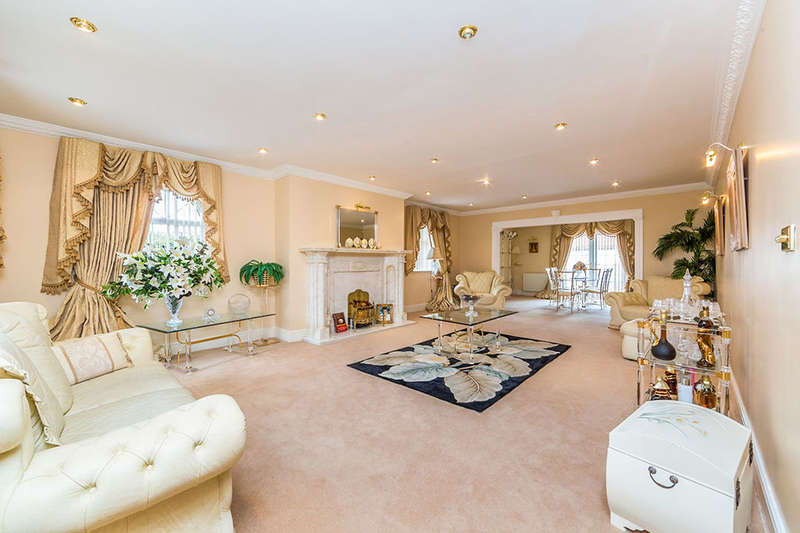4 Bedrooms Detached House for sale in Haven House Moss Haven Moss Road, Moss, Doncaster, DN6
