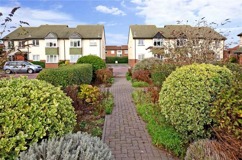 2 Bedrooms Apartment Flat for sale in Newport Mews, Worthing, West Sussex