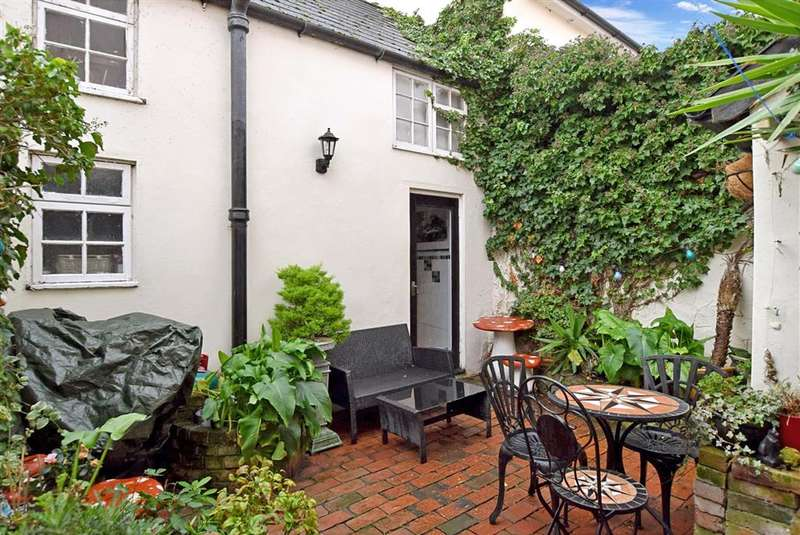 4 Bedrooms Terraced House for sale in Brunswick Road, Worthing, West Sussex
