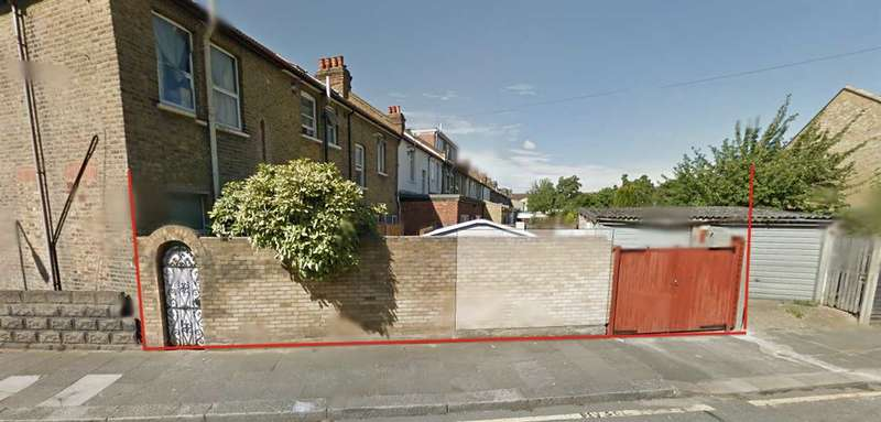 Garages Garage / Parking for sale in Wellesley Road, Freehold, Ilford