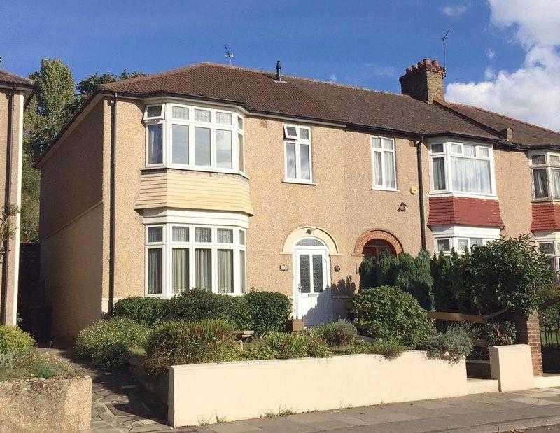 3 Bedrooms Terraced House for sale in Calmont Road, Bromley
